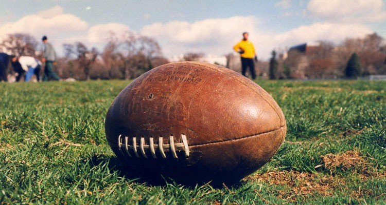 Kick off your Super Bowl weekend with these 5 with ideas to show your team spirit!