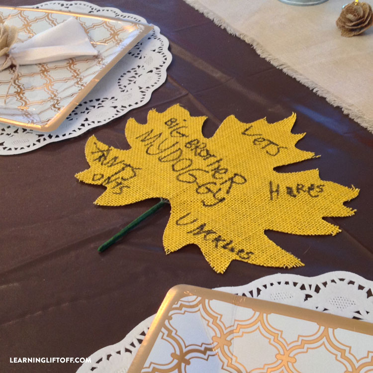 thankful-thanksgiving-table_leaf