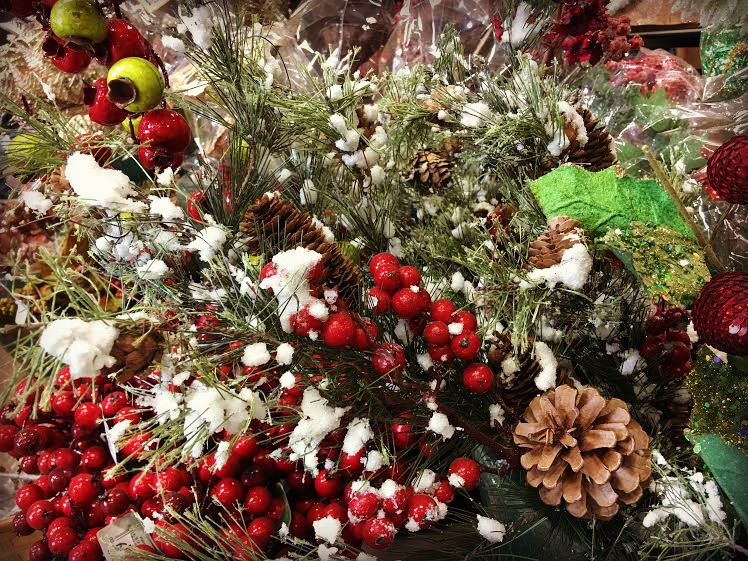 Trendy Christmas Decorating Ideas Outdoors In