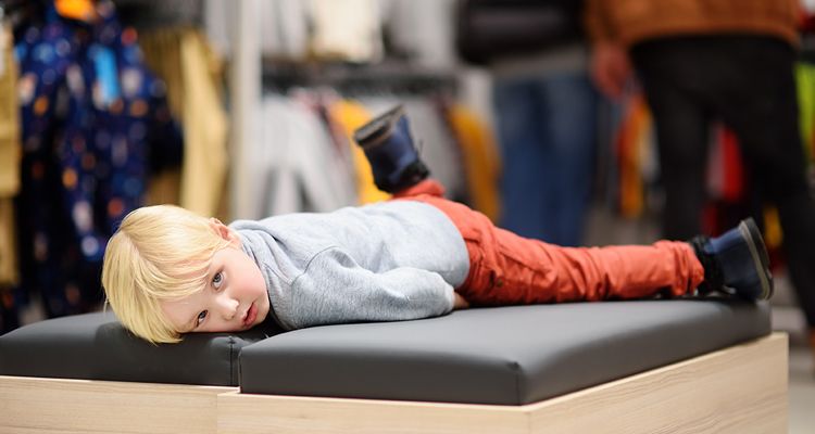 kid bored while parents shops
