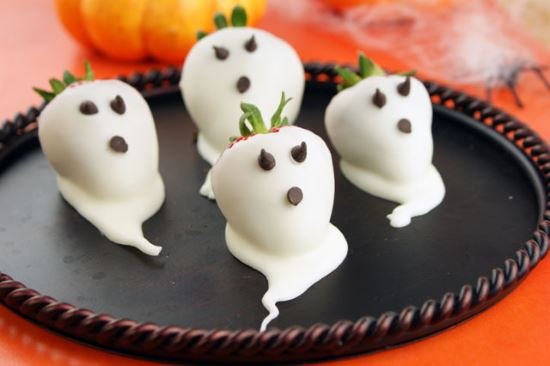 Halloween Treats: Strawberry Ghosts