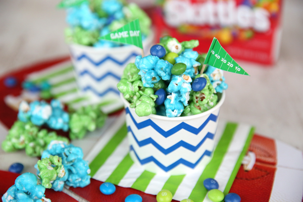 Blue-and-Green-Popcorn-for-the-Seahawks