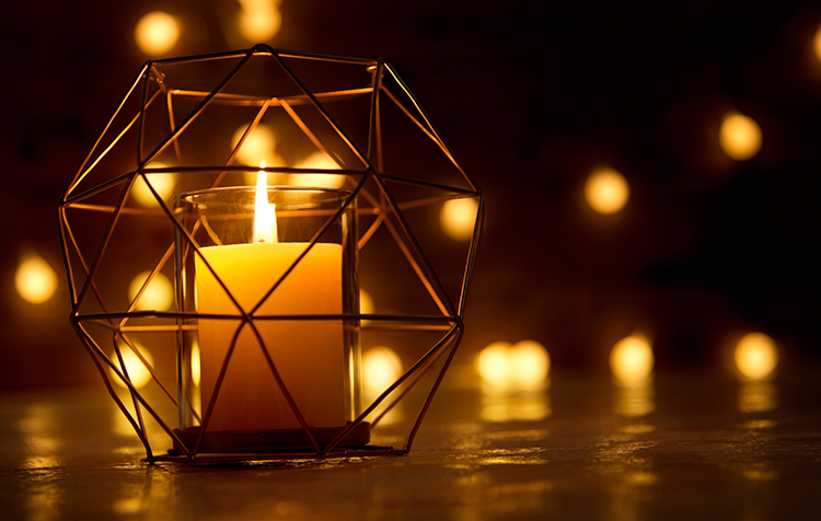 Christmas decoration – candlelight with polygon candlestick and defocused lights