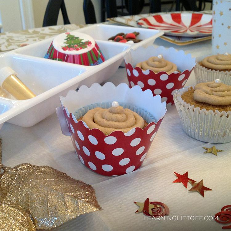 Christmas table cupcake