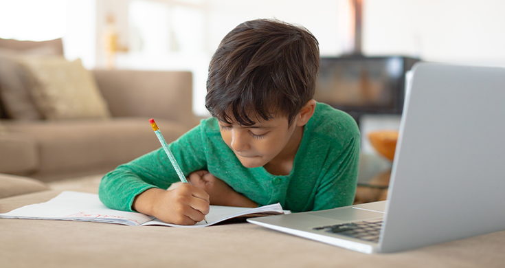 child using free online resources